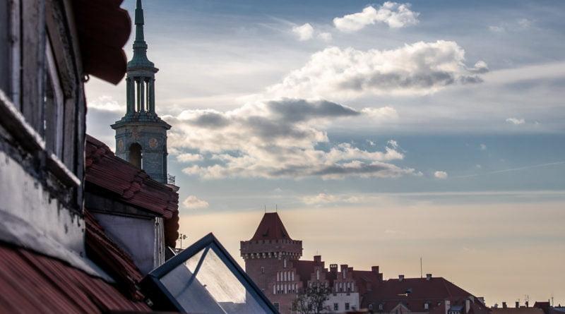 Nad dachami Starego Miasta Poznań ul. Wielka fot. Sławek Wąchała
