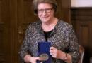 Poznań: Prof. Hanna Suchocka z medalem Homini Vere Academico