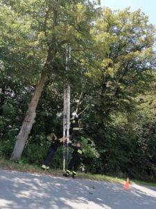 ratowanie kotka fot. osp gultowy4 225x300 - Siedlec: Strażacy z Gułtów uratowali kotka