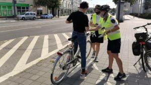rowerzysci fot. smmp 300x169 - Poznań: Straż miejska przypominała rowerzystom o bezpieczeństwie