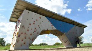 scianka wspinaczkowa przy hlonda fot. ump 300x169 - Poznań: Ścianki wspinaczkowe nad Wartą oddane do użytku