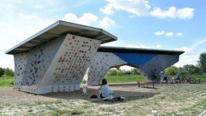 scianka wspinaczkowa przy hlonda fot. ump3 300x169 - Poznań: Ścianki wspinaczkowe nad Wartą oddane do użytku