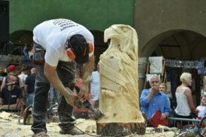 speed wood carving fot. przemyslaw lukaszyk 01 4 300x200 - Poznań: Leśne strachy na Starym Rynku, czyli konkurs rzeźbienia w drewnie