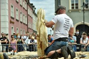 speed wood carving fot. przemyslaw lukaszyk 01 9 300x200 - Poznań: Leśne strachy na Starym Rynku, czyli konkurs rzeźbienia w drewnie