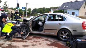 wypadek fot. policja  300x169 - Szamotuły: Kierowca wjechał w tył ciężarówki