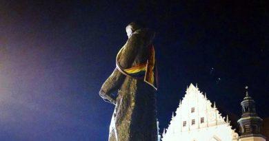 Adam Mickiewicz z tęczą fot. Grupa Stonewall