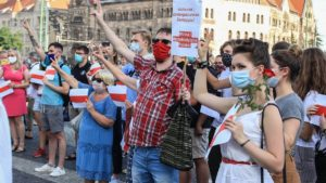demonstracja solidarni z bialorusia fot. s. wachala2 300x169 - Poznań: Solidarni z Białorusią