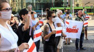 demonstracja solidarni z bialorusia fot. s. wachala5 300x169 - Poznań: Solidarni z Białorusią