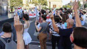 demonstracja solidarni z bialorusia fot. s. wachala6 300x169 - Poznań: Solidarni z Białorusią
