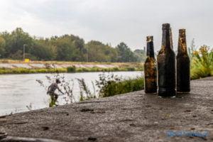 dno nie dla butelek fot. slawek wachala 8126 300x200 - Poznań: Wielkie sprzątanie dna Warty. Zebrano górę śmieci!
