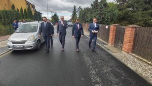 droga w woli laszczowej fot. wuw5 300x169 - Konin: Wojewoda otworzył nową drogę w Woli Łaszczowej