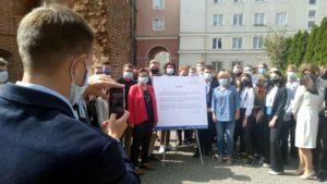 mlodzi nowoczesni 1 300x169 - Poznań: Pieniądze? Na stypendia zamiast na Polską Fundację Narodową - uważa Nowoczesna
