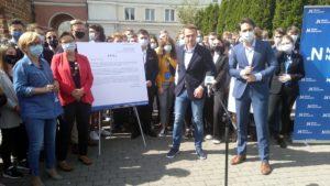 mlodzi nowoczesni 2 300x169 - Poznań: Pieniądze? Na stypendia zamiast na Polską Fundację Narodową - uważa Nowoczesna