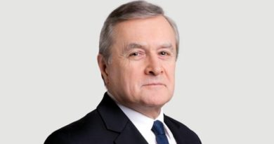 Janusz Gajos prostakiem? Głos zabrał minister Gliński