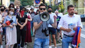 protest przeciw homofobii fot. s. wachala5 300x169 - Poznań: Tęczowe flagi przed komendą policji i protest przeciwko homofobii