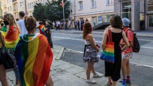 protest przeciw homofobii fot. s. wachala8 300x169 - Poznań: Tęczowe flagi przed komendą policji i protest przeciwko homofobii