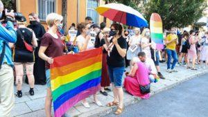 protest przeciw homofobii fot. s. wachala9 300x169 - Poznań: Tęczowe flagi przed komendą policji i protest przeciwko homofobii