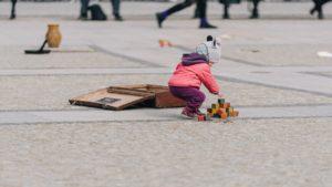 Poznań: Walizki zesłanych na Sybir na placu Wolności