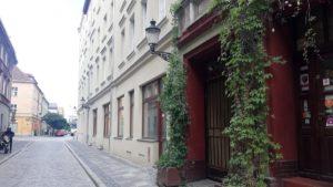 slusarska 300x169 - Poznań: Rada Osiedla Stare Miasto proponuje ogródki fasadowe!