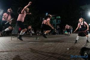 """swiniopolis teatr biuro podrozy fot. slawek wachala 5443 300x200 - Festiwal na Wolnym Powietrzu: """"Świniopolis"""" na zakończenie"""