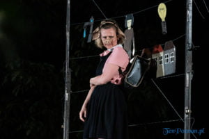 """swiniopolis teatr biuro podrozy fot. slawek wachala 5481 300x200 - Festiwal na Wolnym Powietrzu: """"Świniopolis"""" na zakończenie"""