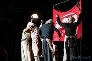 """swiniopolis teatr biuro podrozy fot. slawek wachala 5574 300x200 - Festiwal na Wolnym Powietrzu: """"Świniopolis"""" na zakończenie"""