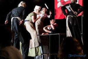 """swiniopolis teatr biuro podrozy fot. slawek wachala 5577 300x200 - Festiwal na Wolnym Powietrzu: """"Świniopolis"""" na zakończenie"""