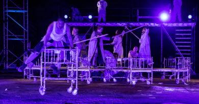 """teatr kto slepcy fot. slawek wachala 4068 390x205 - """"Ślepcy"""" Teatru KTO, czyli ślepota niejedno ma imię"""