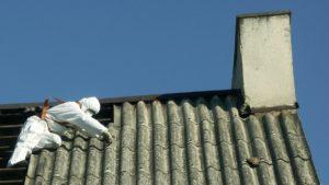 usuawanie azbestu fot. powiat poznanski 300x169 - Poznań: Można składać wnioski na usunięcie azbestu