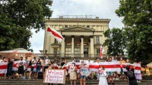 wolnosc dla bialorusi fot. s.wachala4 300x169 - Poznań: Demonstranci żądali wolności dla Białorusi