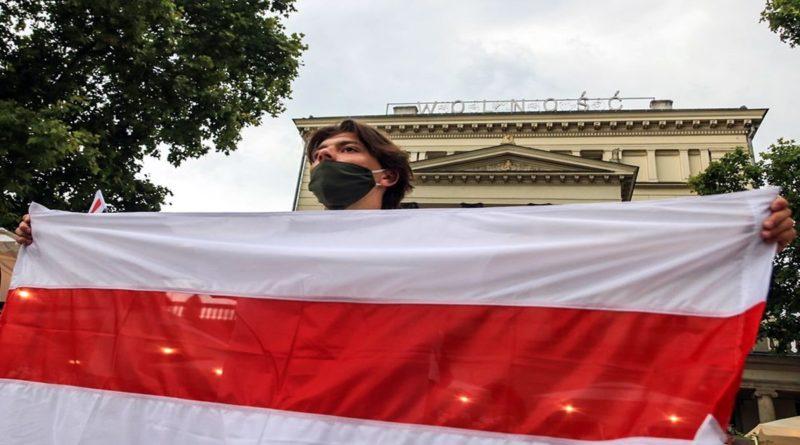 """wolnosc dla bialorusi fot. s.wachala5 800x445 - Poznań: Demonstracja dla Białorusi: """"Tak dla Wolności! Nie dla Przemocy!"""""""
