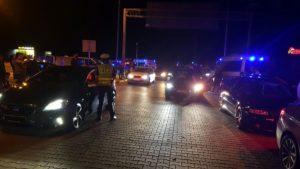 zlot w swadzimiu fot. policja2 300x169 - Poznań: Mandaty, narkotyki i policja na zlocie samochodów