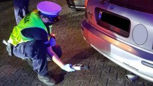 zlot w swadzimiu fot. policja3 300x169 - Poznań: Mandaty, narkotyki i policja na zlocie samochodów