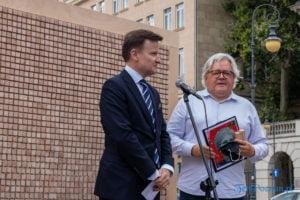 znikajacy mur fot. slawek wachala 8875 300x200 - Poznań: Znikający Mur na placu Wolności. Na finał Malty