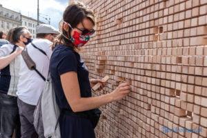 znikajacy mur fot. slawek wachala 8914 300x200 - Poznań: Znikający Mur na placu Wolności. Na finał Malty