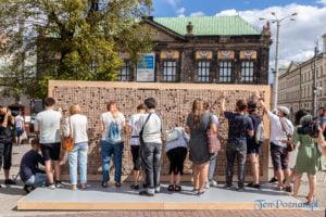 znikajacy mur fot. slawek wachala 8951 300x200 - Poznań: Znikający Mur na placu Wolności. Na finał Malty