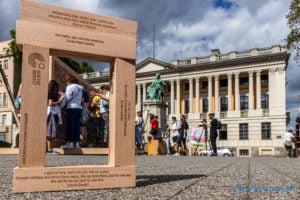 znikajacy mur fot. slawek wachala 8999 300x200 - Poznań: Znikający Mur na placu Wolności. Na finał Malty