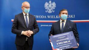 Centrum w Łęce Opatowskiej podpisanie umowy fot. WUW