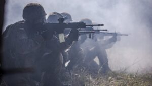 cwiczenia terytorialsow fot dwot2 300x169 - Leszno: Terytorialsi wracają do intensywnego szkolenia