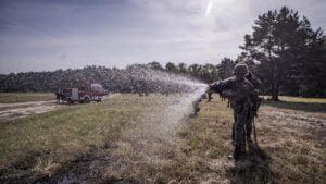 cwiczenia terytorialsow fot dwot6 300x169 - Leszno: Terytorialsi wracają do intensywnego szkolenia