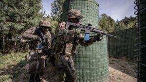 cwiczenia terytorialsow fot dwot7 300x169 - Leszno: Terytorialsi wracają do intensywnego szkolenia