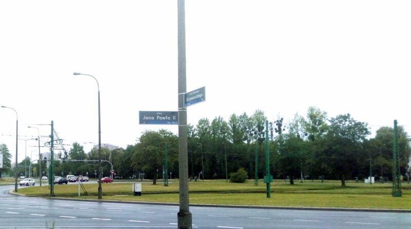 Drzewa na rondzie Rataje