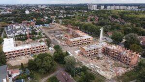 inwestycja przy opolskiej fot. zkzl2 300x169 - Poznań: Osiedle przy Opolskiej rośnie szybciej, niż zakładał plan