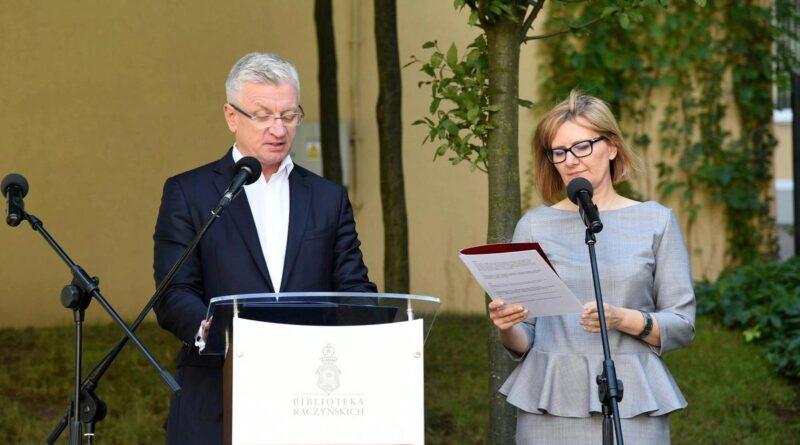 Jacek Jaśkowiak, Anna Gruszecka podczas narodowego Czytania 2017 fot. UMP
