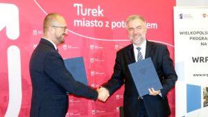 marszalek w turku fot. umww 300x169 - Konin: Pieniądze na muzeum, park - i transformacja energetyczna wschodniej Wielkopolski