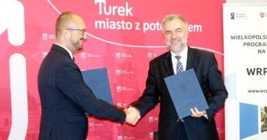 Marszałek w Turku z prezydentem Romualdem Antosikiem fot. UMWW