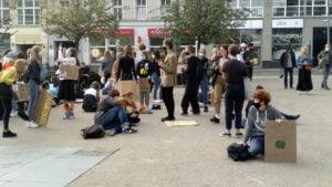 mlodziezowy strajk klimatyczny2 300x169 - Poznań: Młodzieżowy Strajk Klimatyczny na placu Wolności