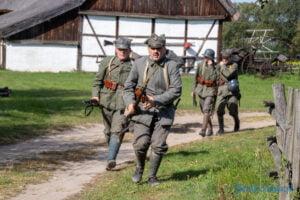 oboz cwiczebny wojsk wielkopolskich historie z wrzesnia 1920 roku fot. slawek wachala 4458 300x200 - Dziekanowice: Pokazali bitwę sprzed stu lat!