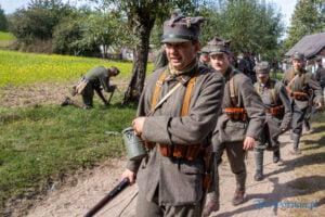 oboz cwiczebny wojsk wielkopolskich historie z wrzesnia 1920 roku fot. slawek wachala 4544 300x200 - Dziekanowice: Pokazali bitwę sprzed stu lat!