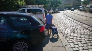 parkowanie fot. smmp 300x169 - Poznań: Pieszy na jezdni, samochód na chodniku, czyli parkowanie w mieście